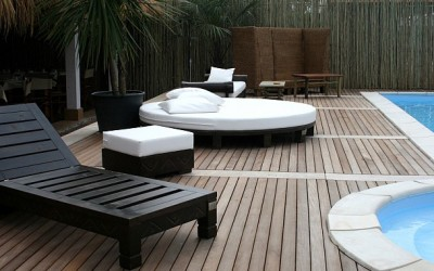 Pavimenti per esterno: vero legno o materiale composito – cosa scegliere
